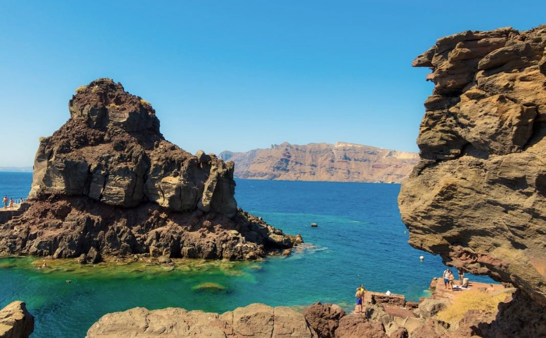 Amoudi Bay Cliff Jumping Santorini
