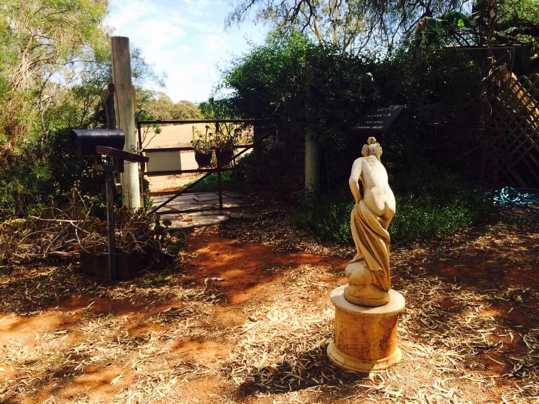 Statue Mintaro Garden Rooms